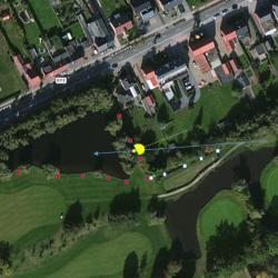 Bal in rechtse vijver op hole 9: afbeelding 1